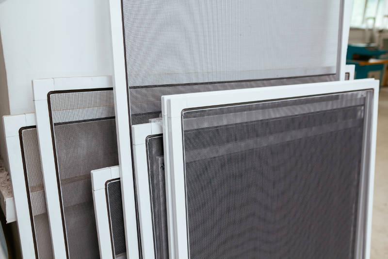 how to clean a door screen