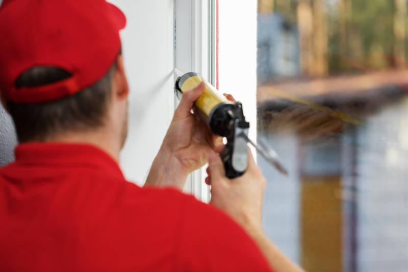 how to caulk windows